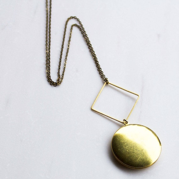 Circle and Locket Necklace Keepsake Locket Necklace graduation gift Gift for Mother/'s Day Simple Gold Locket