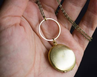 Simple Gold Locket, Circle and Locket Necklace, Keepsake Locket Necklace, Gift for Mother's Day, graduation gift