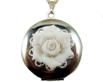 Merveilleux Gardenia Locket Necklace   Gardenia Jewelry Collection