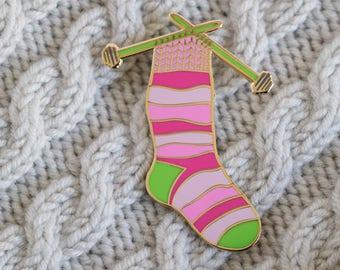 knitting needles pin, sock enamel pin, knitting enamel pin, crafty enamel pin, yarn enamel pin, hard enamel pin, lapel pin, pin badge PINK