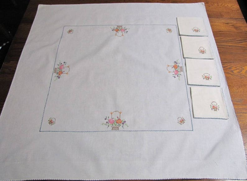 Embroidery Careful Vintage Embroidered Tablecloth Crochet Edges 1950s Double Layered Satin Nylon