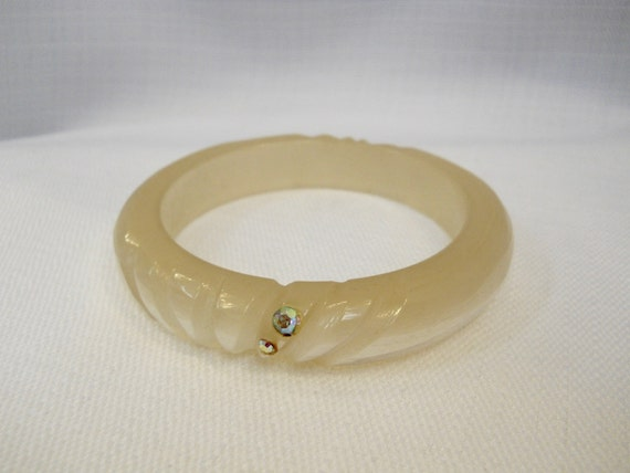 Vintage 1950s 50s Lucite Bangle Carved Bangle Irid