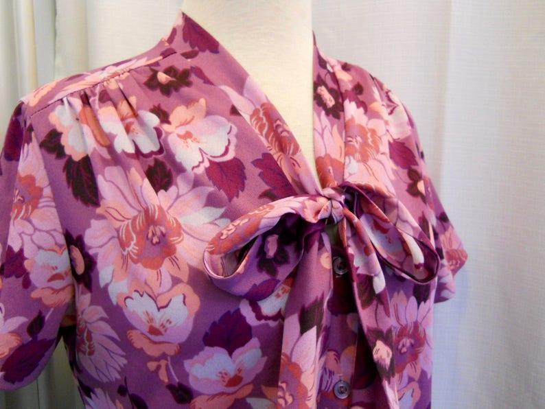 Vintage 1970s 70s Purple Blouse Purple Floral Print Blouse 70s Office 70s Fashion Short Sleeves Pussy Bow Blouse Button Front 70s Top Size S