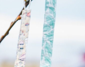 Organic Pacifier Clip w/ Natural Cotton Cord Loop in 'Leafscape'