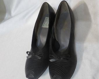 f8439507388174 Vintage Shoes 1940s 40s Pumps Heels Black New Old Stock Rockabilly Peeptoe  Bow VLV