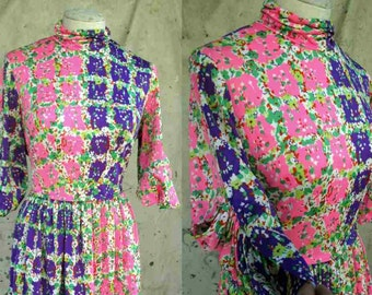 Charming 70s Print dress Pink calico dress vintage purple floral dress Unique sleeves 70s Patchwork dress Flower print 70s vintage dress M
