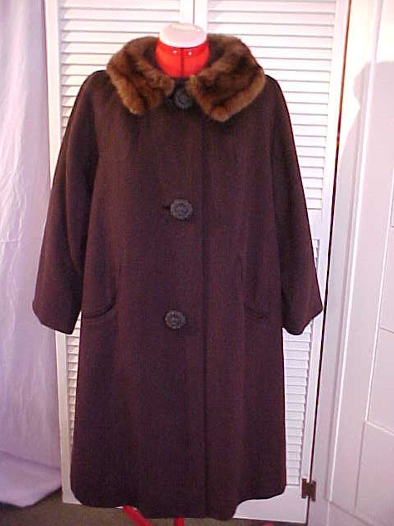 db2f2f493be Vintage Ladies Wool Coat with Real Fur Collar size 12