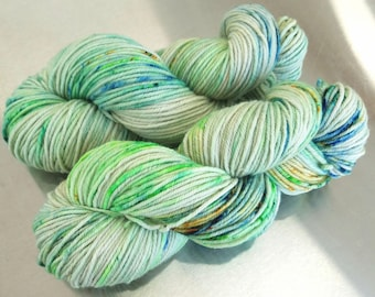 "Hand Dyed Worsted Yarn, ""OOAK green gold blue"", Speckled Splash Painted Yarn, SW Merino Wool/Cashmere/Nylon, Smart Luxe MCN Worsted"