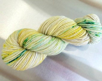 "Hand Dyed Worsted Yarn, ""OOAK yellow green"", Speckled Splash Painted Yarn, SW Merino Wool/Cashmere/Nylon, Smart Luxe MCN Worsted"