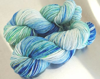 "Hand Dyed Worsted Yarn, ""OOAK blue green gold"", Speckled Splash Painted Yarn, SW Merino Wool/Cashmere/Nylon, Smart Luxe MCN Worsted"