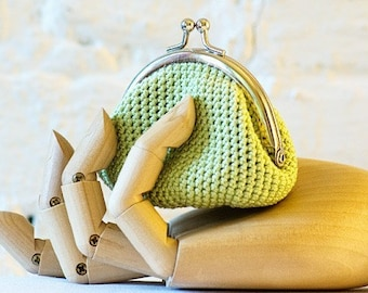 Crochet Coin Purse with Kiss Clasp Frame in Young leaf Green