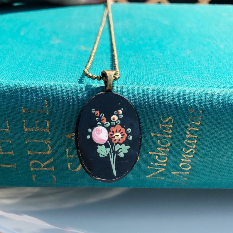 Vintage floral cabochon necklace found at a Paris flea market image 0
