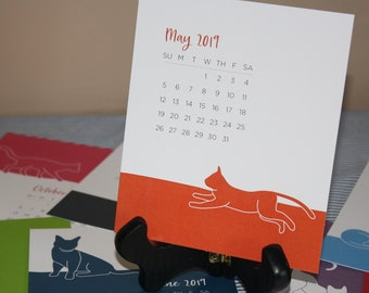 2022 Desk Calendar with Wooden Easel Stand – Color Cat Calendar