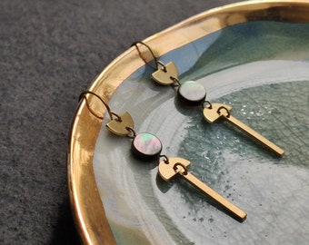 Minimalist geometric moon phases dangle earrings in golden brass with iridescent Mother of Pearl coins