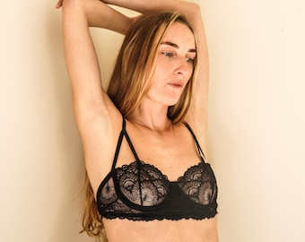 Bralette in lace - black underwire Lingerie