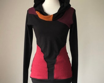 extra long sleeved hooded top with pockets/black with copper, ruby and burgundy sweater details
