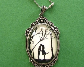 AUTUMN KISS Necklace - pendant on chain - Silhouette Jewelry