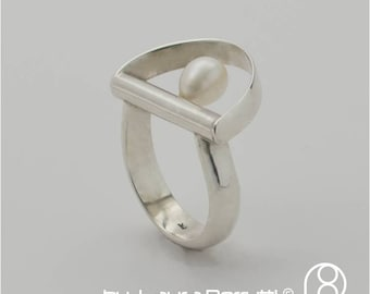 Sterling silver ring with Fresh Water Pearl in an Inclined Bow