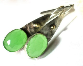 Sterling Green Earrings,Silver Green Earrings,Teardrop Earrings Silver,Long Green Earrings, Earrings Green Stone,Hammered Earrings Dangle