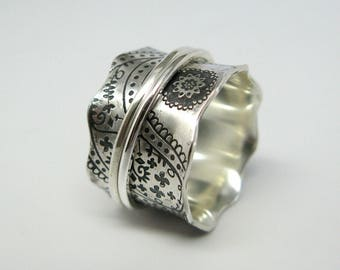 Vintage Inspired Paisley Sterling Silver Spinner Ring with Two Stering Silver Spinners - Size 5