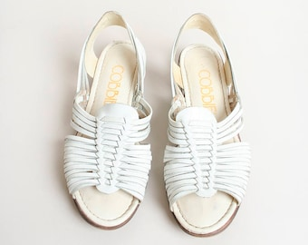 2ed068215bd56 Vintage White Huaraches - Leather Woven Flat Sandals - Hippie Boho Bohemian  Gypsy - Open Toe and Heel - Size 7