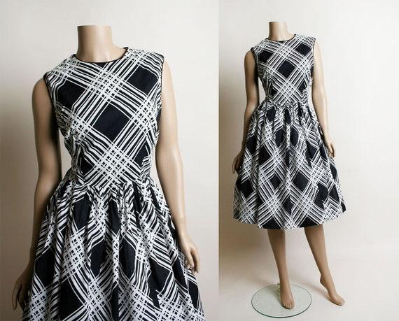 Vintage 1950s Dress - Black & White Eye Trick Cros