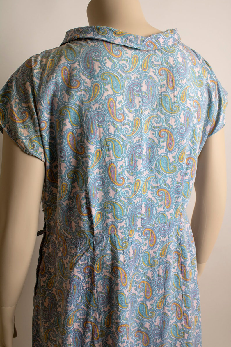 XL Pastel Pink Paisley Print Cotton Day Dress with Little Button Ascot Neckline Vintage 1960s Wiggle Dress