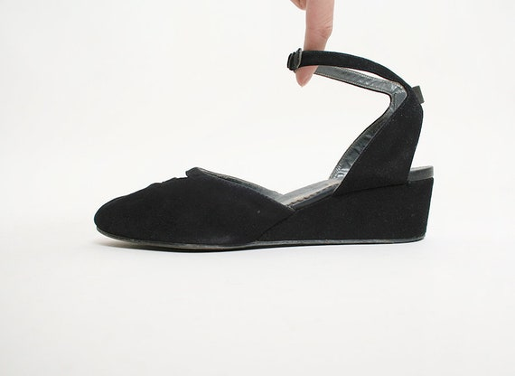 wholesale best cheap on sale Vintage 1940s Wedges - Black Suede Triangle Cut-Out Wedge Sandals - Open  Heel - Rhythm Step - Size 6 1/2 B