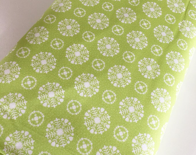 Christmas Fabric, Vintage Holiday fabric by Thimble blossoms, Christmas Quilts, Holiday Snowflake in Green, choose the cut