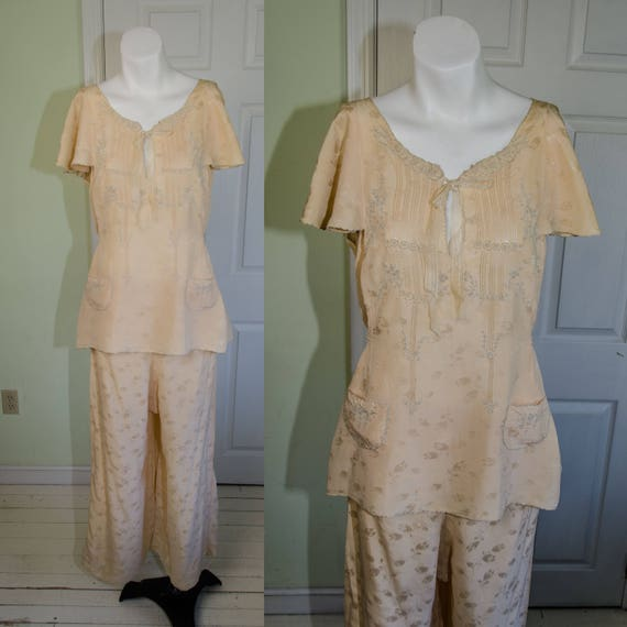 Vintage 1920's Peach Silk Hand Embroidered Loungin