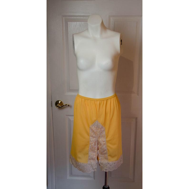e614985331 Short en Nylon Orange clair de femme années 1960 avec de la | Etsy