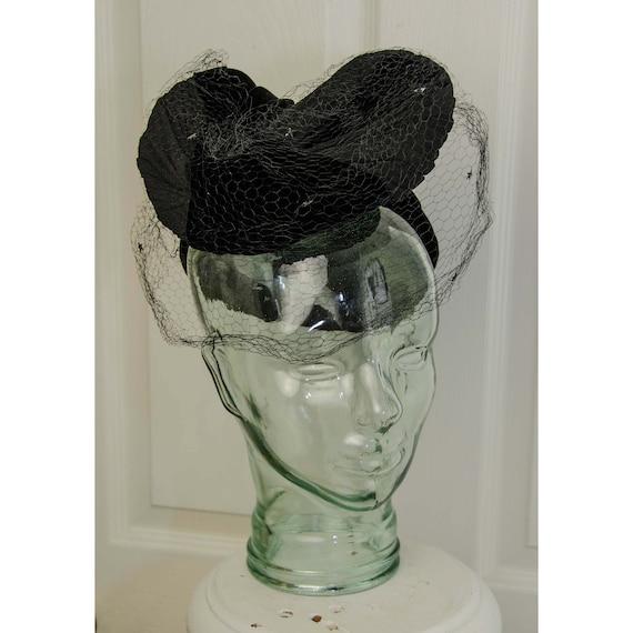 Fabulous Woman's 1940's Black Velvet Turban with V