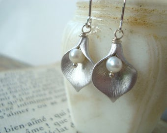 Silver Calla Lily Earrings With White Pearl Bridal Jewelry Flower Floral Mothers Day June Birthstone Small Dangles