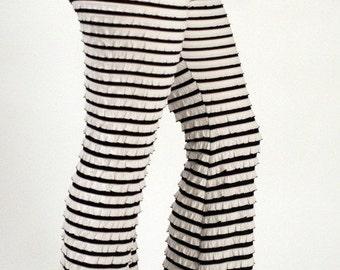 Brazilian-Style Ruffled Pants  (Black/White)