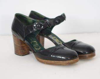 c. 1970 Vintage Italian Black Patent Leather Platform Wood Stacked Heel Mary Jane Shoes Sz 6