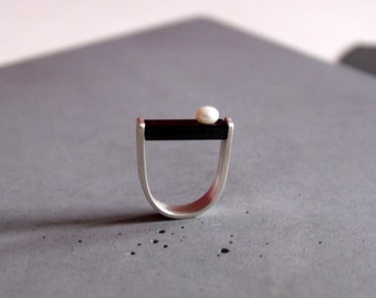 Statement Sterling Silver Ring in Black and White, Ring with Black Plexi and White Freshwater Pearl, Contemporary Jewelry - Custom made
