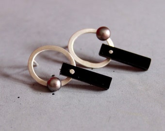Circle Sterling Silver Earrings with Black Plexi and Black Freshwater Pearl, Geometrical Style, Contemporary silver jewelry