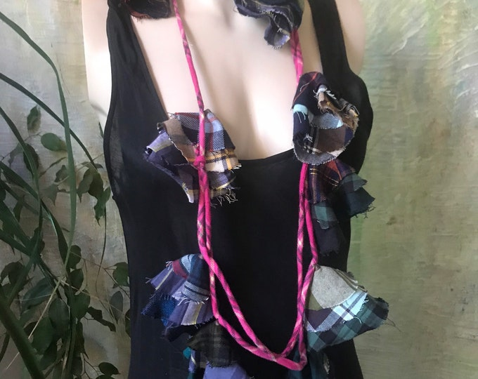 Fabric necklace in mixed flannels