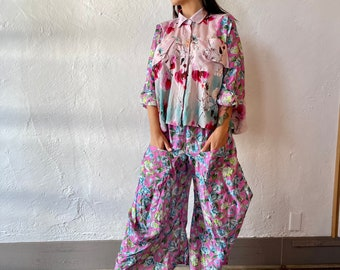 Silk floral funky pant in size small