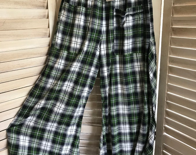 Green plaid flannel lagenlook pants in a size medium