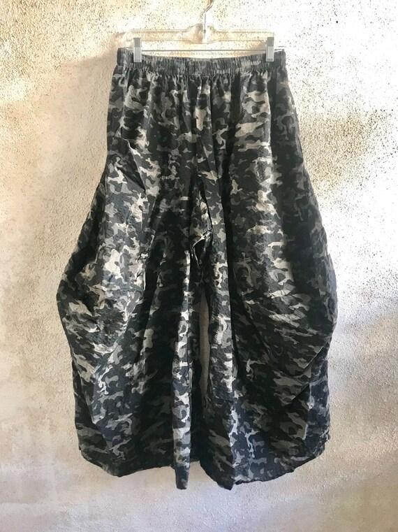 Camoflage seersucker cotton/nylon blend lagenlook pant