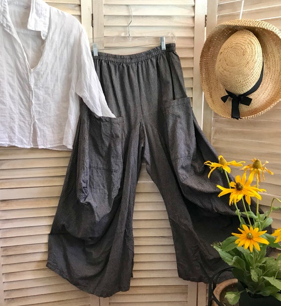 Size medium menswear pinstripe lagenlook pant