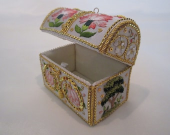 2021 Flemish Coffer 17th C Casket Toye and Heirloom Ornament Embroidery KIT