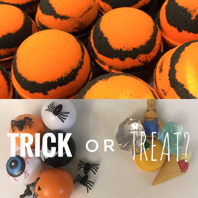 Trick or Treat Halloween Bath Bomb with Surprise Inside image 0