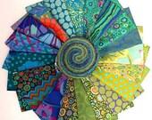 Kaffe Fassett Island Design Roll 2.5 quot Precut Fabric Quilting Cotton Strips Free Spirit FB3DRGP.ISLAN, J04