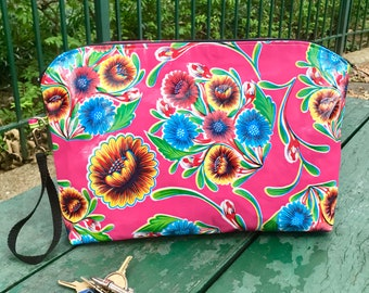 "17"" Pink Floral Oil Cloth Portfolio Laptop Clutch, Large Travel Case"