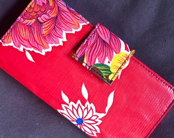 Oil Cloth Red Floral Billfold Wallet, Vinyl Checkbock Clutch Wallet