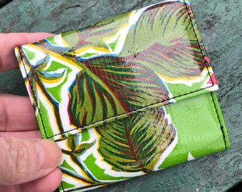 Love Shine Green Floral Oil Cloth French Purse Wallet, Vinyl Women's Trifold Wallet, Billfold