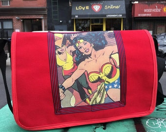 Wonder Woman Canvas Courier Bag,  Crossbody Canvas  Messenger Bookbag