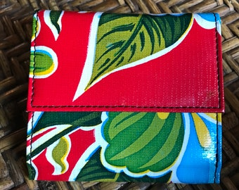 Oil Cloth Red Floral Billfold Wallet, Vinyl Trifold Compact Wallet